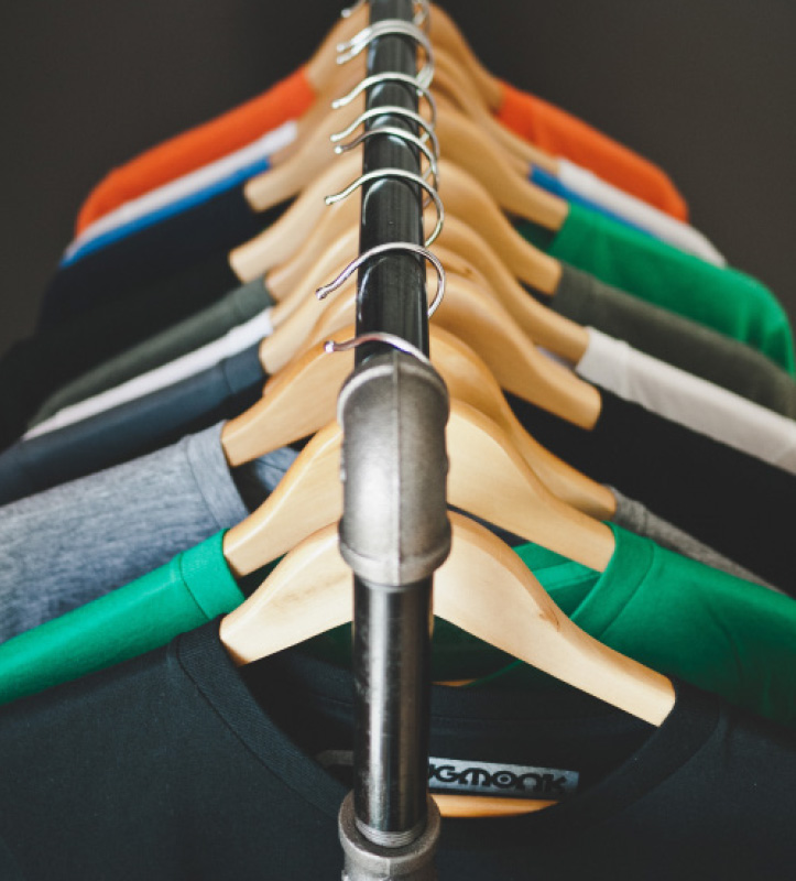 clothes hangers rack t-shirt retail innovation